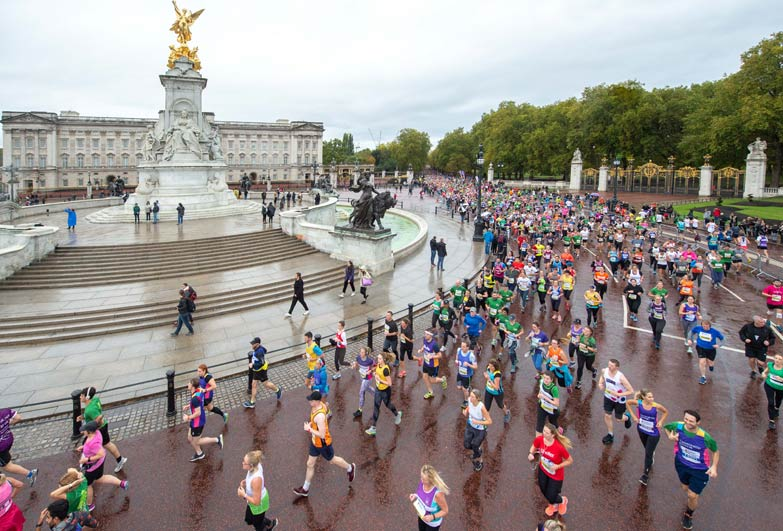 Runners racing outside Buckingham Palace